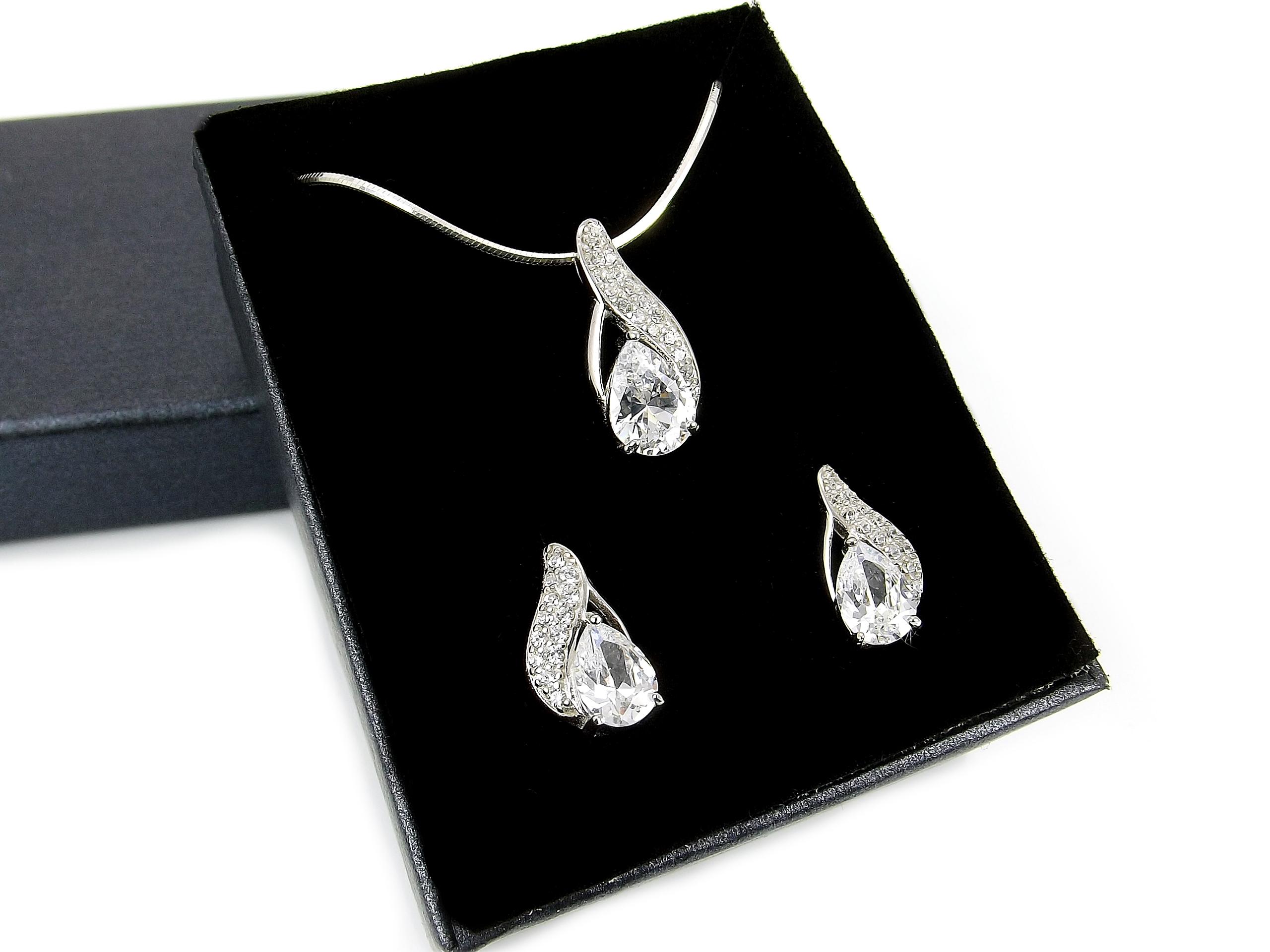 27adbdc42876 Zestaw biżuterii z cyrkoniami dla wyjątkowej Kobiety!